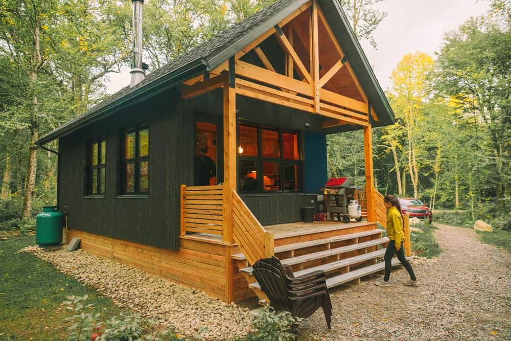 best airbnbs in new england - new england vacation rentals - image of classic cabin in the woods