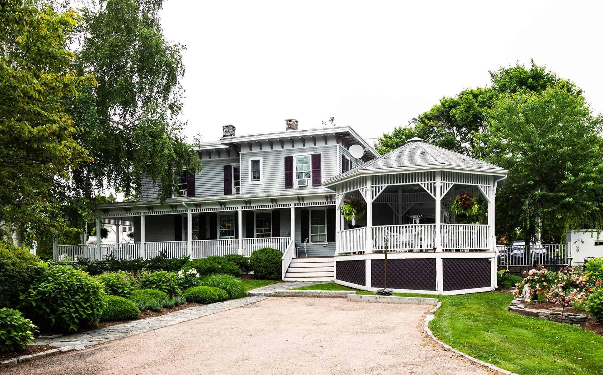 Green accommodation with a veranda