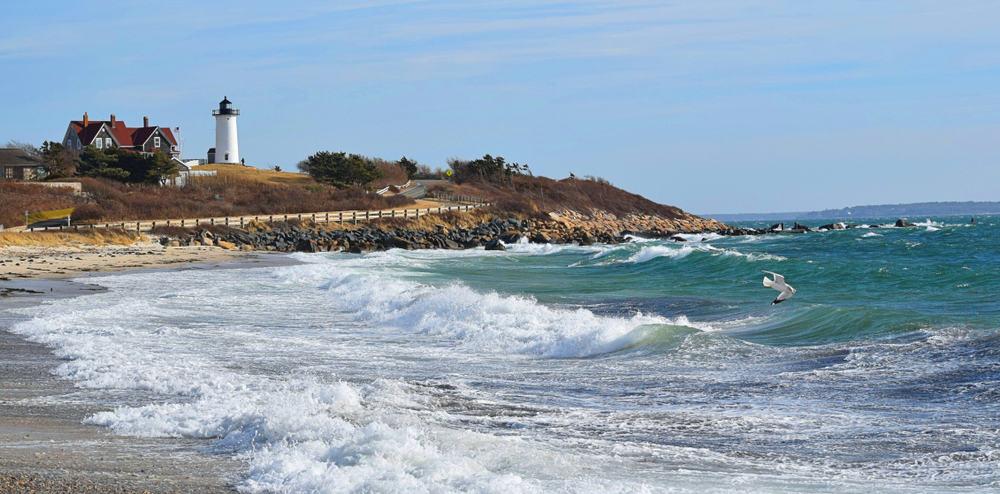 Waves crashing on the sand on the beach
