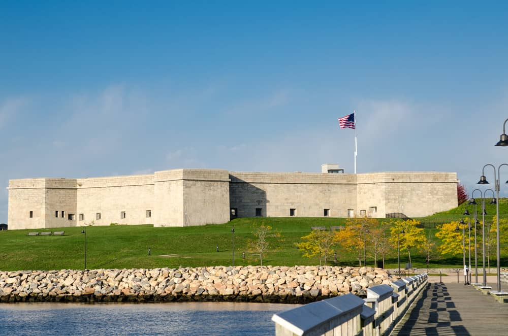 things to do in new london connecticut, grey fort near the water