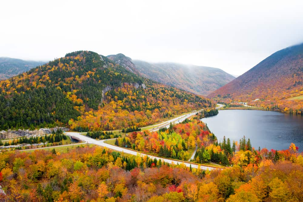 View of franconia notch state park in fall, things to do in franconia